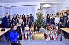 旅居捷克各地越南人开展慈善公益活动迎接圣诞节到来