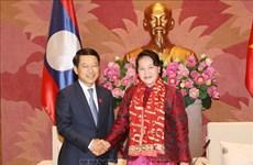 越南国会主席阮氏金银会见老挝外交部长沙伦赛·贡玛西