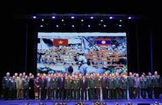 援老越南志愿军和专家传统日70周年纪念活动在万象隆重举行