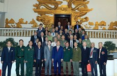 阮春福总理会见海防市被敌人囚禁的老革命战士