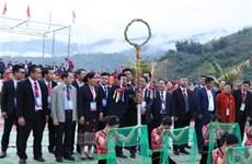 第六届越老中三国边境县抛绣球节:展现友谊色彩