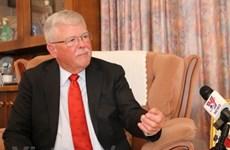澳大利亚教授卡尔·塞耶高度评价越南的外交能力