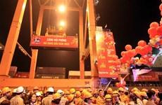 海防港迎接2020年新年首批货物进港