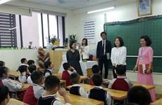 日本外务省大臣夫人探访河内朱文安小学