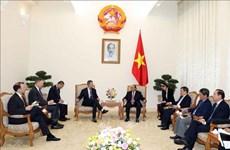 阮春福会见美国国际发展金融公司首席执行官亚当•伯勒尔