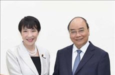 阮春福总理会见日本内务和通信大臣高市早苗