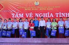 胡志明市向该市工人赠送1.2万张春节回乡车票