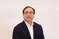 越共中央政治局决定给予黄忠海同志和赵才荣同志纪律处分