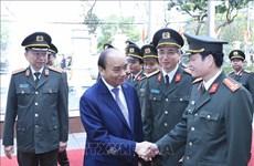阮春福视察警卫司令部的战备工作