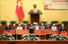 国会主席阮氏金银与国会原领导和国会办公厅退休干部举行见面会