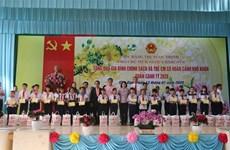 国家副主席邓氏玉盛在前江省开展春节前走访慰问活动