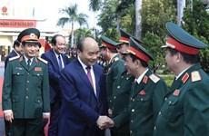 政府总理阮春福视察第五军区随时备战工作