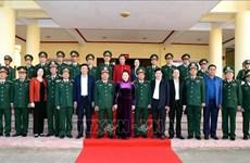 越南国会主席阮氏金银向得乐省军事指挥部拜年