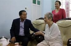 国会副主席杜伯巳向胡志明市原党、国家领导人拜年