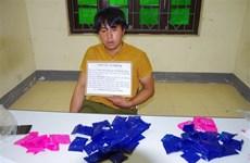 一男子非法运输1万颗合成毒品时被捕