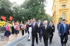 越中两国领导人互致贺电庆祝两国建交70周年