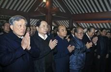 阮春福总理同党、国家领导人上香缅怀胡志明主席的伟大功劳