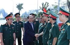 政府总理阮春福来到2号陆军军官学校调研