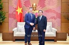 越南国会副主席杜伯巳会见美国军事委员会代表团