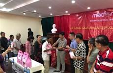 越南驻柬埔寨各总领事馆协助贫困越桥迎接2020庚子年春节