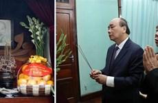阮春福总理春节前在主席府内的67号房向胡志明主席敬香