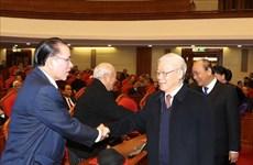 越共中央政治局举行原党和国家高层领导新春见面会