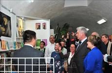 哈瓦那国际书展:古巴国务委员会主席迪亚斯·卡内尔出席越南展区开张仪式并剪彩