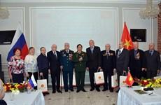 越南国防部部长吴春历会见俄罗斯退伍军人代表团