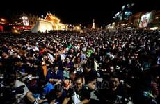 泰国枪击案:上千人悼念29名不幸遇难者