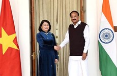 越南国家副主席邓氏玉盛与印度副总统文卡亚·奈杜举行会谈