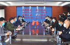 新冠肺炎疫情:越南广宁省芒街市向中国广西东兴市援助医疗物资