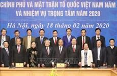 越南政府总理阮春福主持政府与祖国阵线的会议