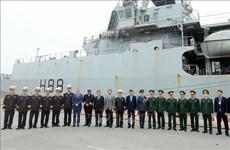 """英国皇家海军""""企业号""""海军测量船访问越南海防市"""