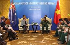 越南国防部长吴春历大将会见澳大利亚国防部长琳达·雷诺兹