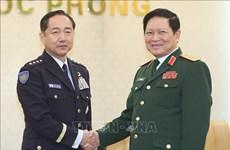 日本联合参谋长山崎幸二大将对越南进行正式访问