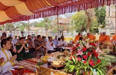 设在柬埔寨磅士卑省的越柬友谊纪念碑动工兴建