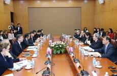 越共中央经济部长阮文平会见美国东盟商务委员会代表团