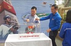 首都河内青年向越南海洋岛屿基金会捐款
