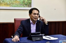 越南外交部副部长裴青山同加拿大外交部副部长摩根通电话