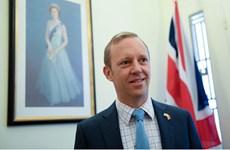 新冠肺炎疫情:英国驻越大使感谢越南政府和医护人员为英国公民提供帮助