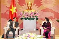 越南国会主席阮氏金银会见日本驻越大使梅田邦夫