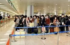 新冠肺炎疫情:3月22日来自疫区的2100多名越南人入境内排机场