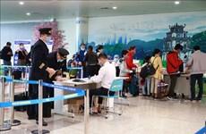 新冠肺炎疫情:乘坐国内航班的旅客在启程之前必须进行健康申报