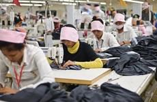 柬埔寨多家纺织厂暂时停工  3万名纺织工人面临财务困难