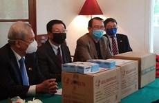 新冠肺炎疫情:旅居波兰越南人向波兰医疗机构捐赠医护物资