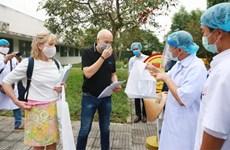 新冠肺炎疫情:正在承天顺化省治疗的两名英国患者痊愈
