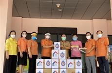 旅居泰国乌隆府越南人为当地政府提供防疫物资