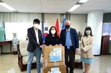 越韩企业家为旅韩越南人捐赠口罩