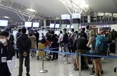 将英国游客送回国并迎接部分特困越南公民回国