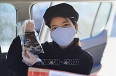 新冠肺炎疫情:疫情中越南人发放爱心口罩为俄罗斯人送温暖